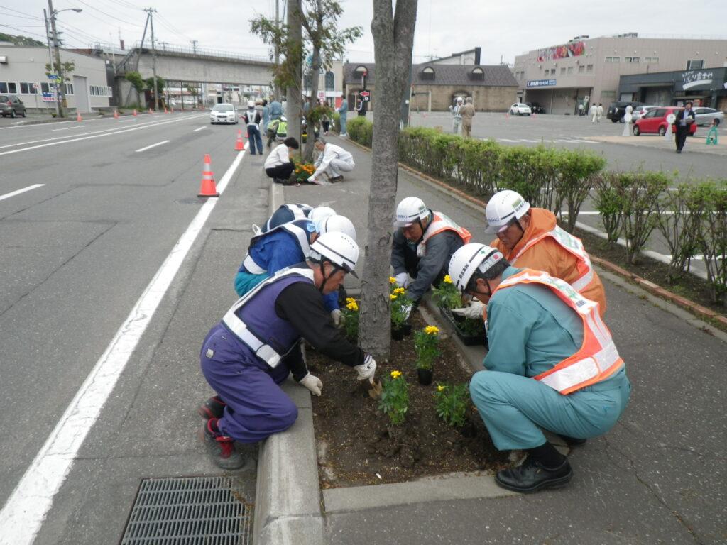 一般国道40号花植活動に参加してきました。