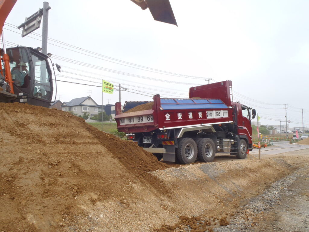 緑・富岡環状通街路整備(道路改良)その2工事 7月30日 続きその2
